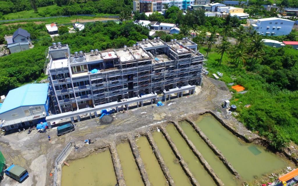 上述的建案中間可不是空地,現在也在挖地基了。